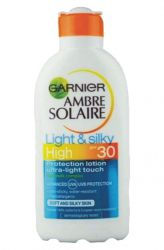 L´Oreal Ambre Solaire Opalovací mléko Light and Silky OF 30 ─ 200 ml