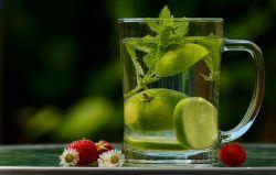 18 tipů na potraviny, které pomohou odvodnit váš organismus.