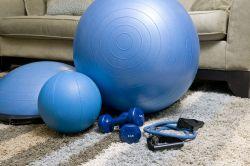 Poradíme vám, jak cvičit v době karantény. Víte, jak cvičit doma?